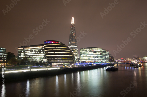 Papiers peints Londres London Skyline at Night including The Shard and City Hall