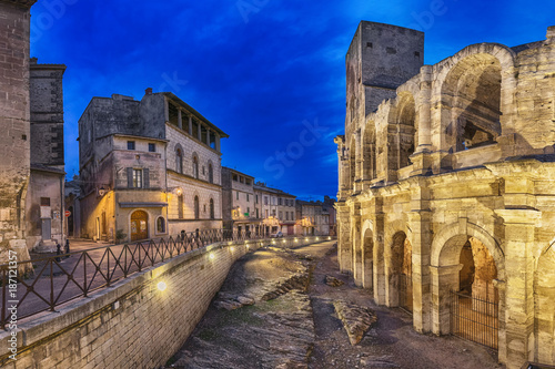 Canvas Print Roman amphitheatre at dusk in Arles, France (HDR-image)
