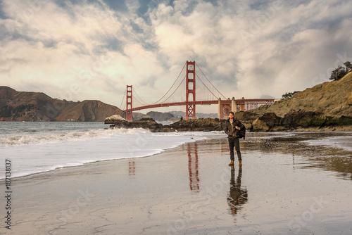 Keuken foto achterwand San Francisco Beau jeune homme visitant San Francisco