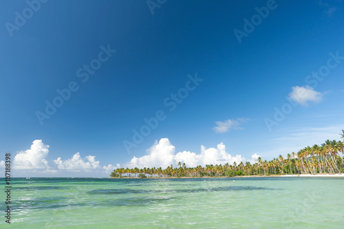 Foto op Plexiglas Caraïben Beautiful bay in the Caribbean with blue sky (Copy space).