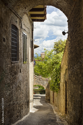 arch and walls in Italian city © sergejson