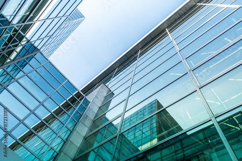 Foto auf AluDibond Stadtgebaude Glasfassade eines Bürogebäudes