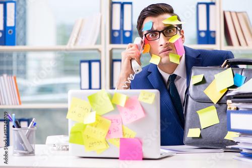 Fotografía Businessman with reminder notes in multitasking concept