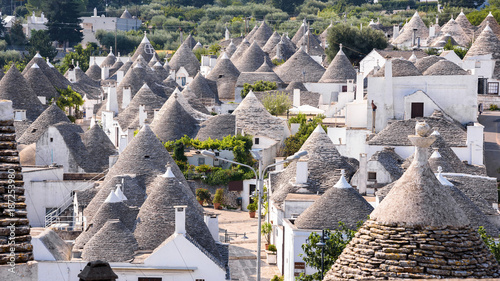 Photo The roofs of famous Alberobello's trulli