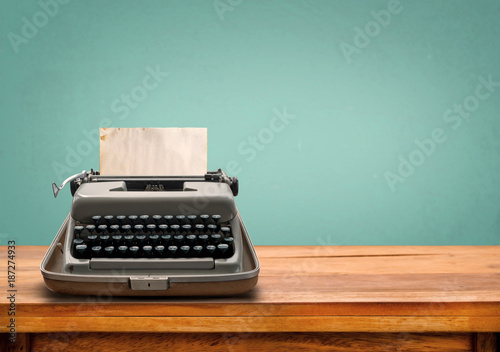 Foto op Plexiglas Retro Vintage typewriter with old paper. retro machine technology