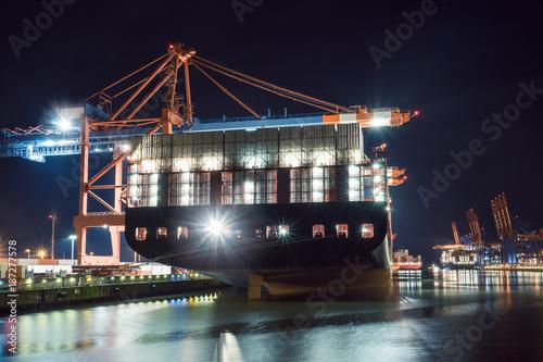 Kontenerowce, załadunek, port w Hamburgu