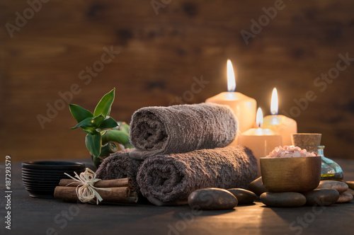 Foto auf Leinwand Spa Beauty spa treatment with candles