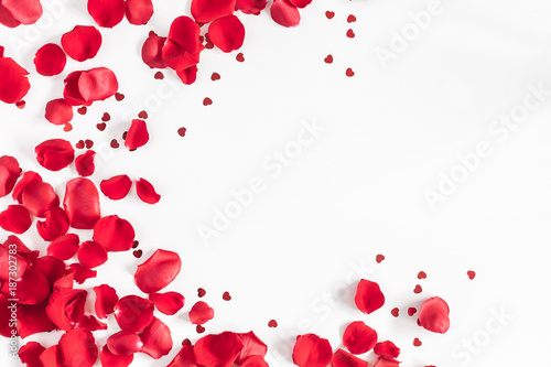 Poster Roses Valentine's Day. Flowers composition. Round frame made of rose flowers, confetti on white background. Valentines day background. Flat lay, top view, copy space