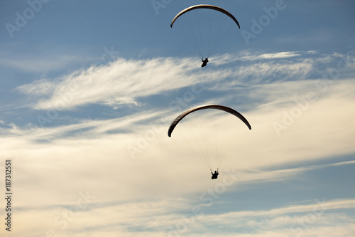 Foto op Canvas Luchtsport Man practicing paragliding extreme sport