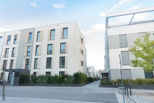 Fototapeta Eigentumswohnungen in einem Wohngebiet  obraz na płótnie