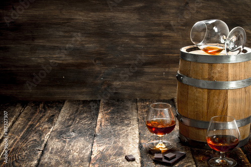 Foto op Plexiglas Bar barrel with glasses of French cognac.