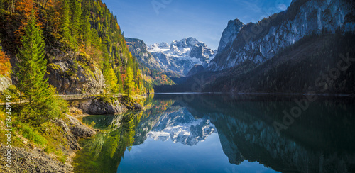 Fotobehang Bergen Mountain scenery in the Alps with Dachstein summit reflecting in Lake Gosausee, Salzkammergut, Austria