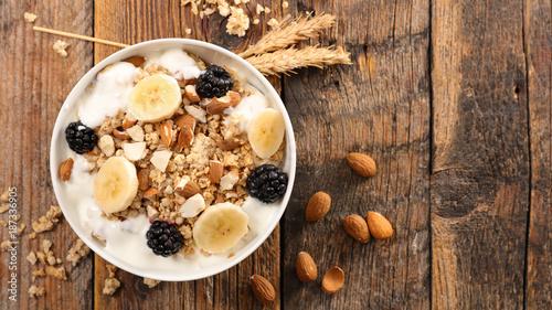Cuadros en Lienzo cereal,yogurt and fruit