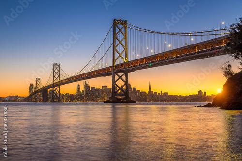 Deurstickers San Francisco San Francisco skyline with Oakland Bay Bridge at sunset, California, USA