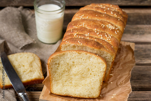 Foto op Canvas Brood Homemade pull apart bread with sesame seeds