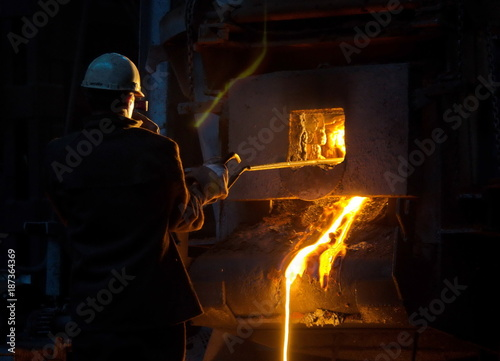 Fotografía  Foundry production is the production of casting alloys of castings having a vari