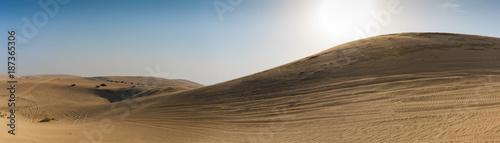 Fototapeta Wydmy na pustyni w Katar, w pobliżu stolicy Doha