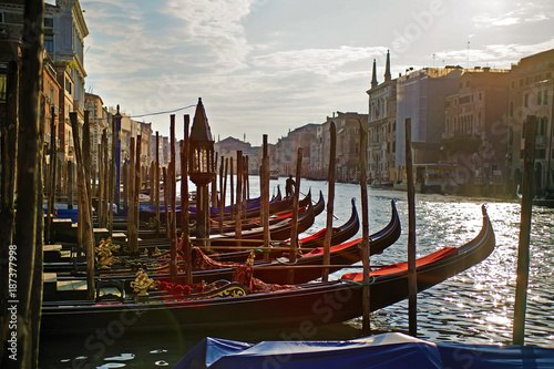 Evening in Venice with Gondolas on the canal Fototapet