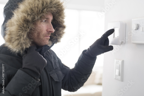 Fotografía Man With Warm Clothing Feeling The Cold Inside House