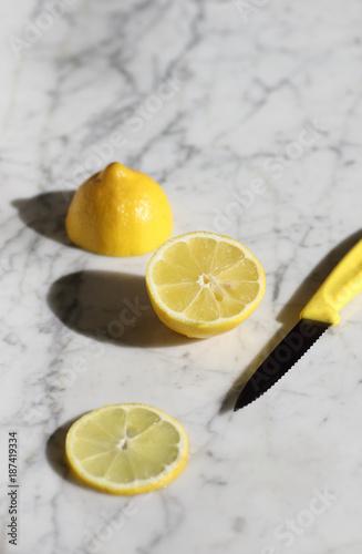Stampe Sliced lemon on white marble