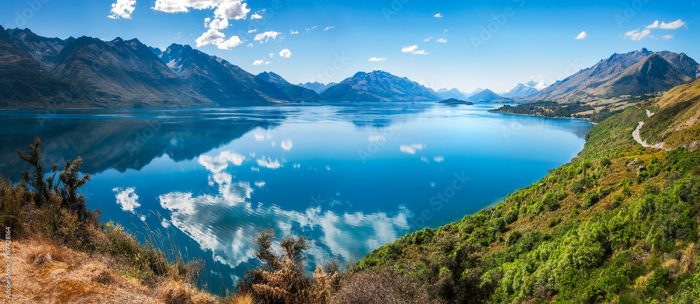 Fototapety, obrazy: Bennett's Bluff Lookout, New Zealand -A Viewpoint on one of the most scenic drives in New Zealand that connects Queenstown and Glenorchy and overlooks Pig and Pidgeon Islands and Lake Wakatipu.