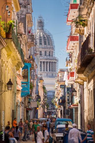 fototapeta na drzwi i meble Havana, Cuba, El Capitolio seen from a narrow street