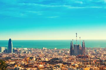 Pogled gore na znamenitost Barcelone s brda Montjuic