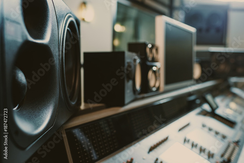 Fényképezés close-up shot of dynamic monitors at recording studio