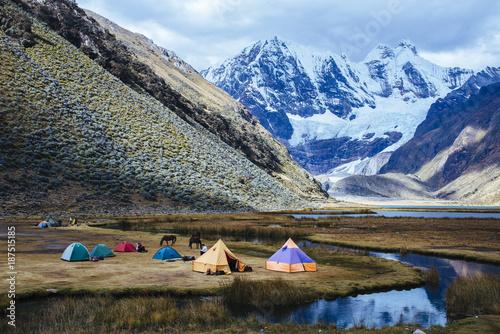 Fototapeta Campsite for trekking tours at the Laguna Jahuacocha on the Huayhuash Trek/ Cordillera Blanca/ Huaraz/ Ancash/ Andes / Peru/ South America obraz