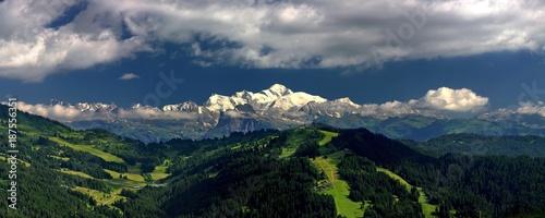 Chaine du Mont blanc vue du Mont chery Canvas-taulu