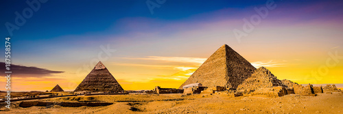 Fotografiet Great Pyramids of Giza, Egypt, at sunset