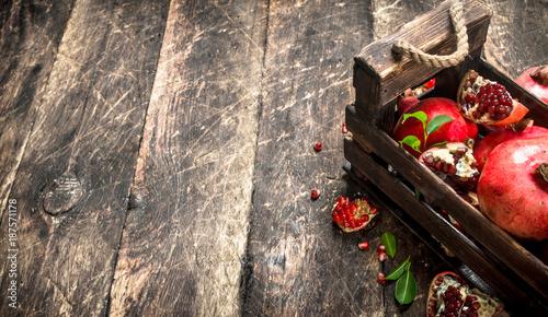 Fototapety, obrazy: Fresh pomegranates in an old box.