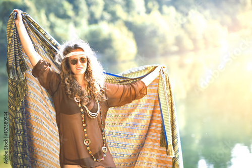 Cuadros en Lienzo Pretty free hippie girl with a cloth - Vintage effect photo