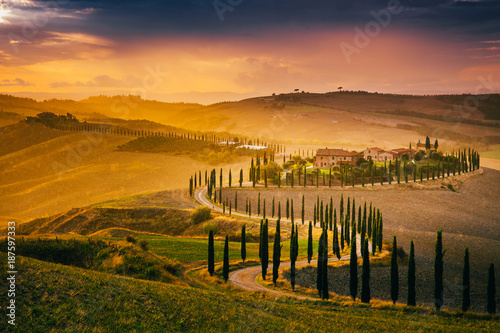 Fotografiet  Beautiful Tuscany at sunset after rain
