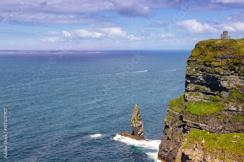 Photo Cliffs of Moher Klippen Irland mit Aran islands Inseln Reise Meer Tourismus