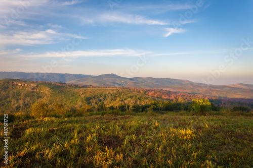 In de dag Toscane Sunrise landscape view from phu lom lo hill, Phetchabun province, Thailand.
