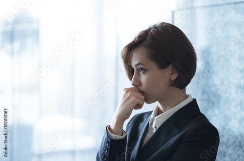 Fotografie, Obraz  考える若い女性