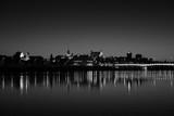 Fototapeta Miasto - miasto nocą widok z drugiego brzegu