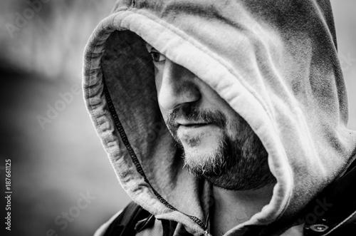 Fotografía  man in hooded sweater