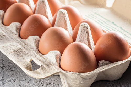 Photo Farm raw fresh egg in pack on gray table scrambled eggs omelet fried egg
