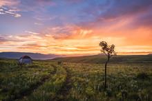 Acampados Ao Pôr-do-sol No Morro Do Moco, Província Do Huambo, Angola