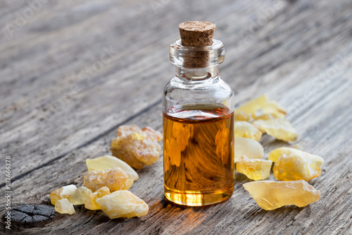 Valokuva  A bottle of frankincense essential oil with frankincense, with copy space