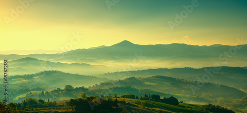 Fotobehang Zwavel geel Maremma, rural sunset landscape. Countryside old farm and green field. Tuscany, Italy.
