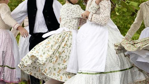 Fototapety Muzyka traditional-skirts-worn-by-folk-dancing-girls-in-hungary