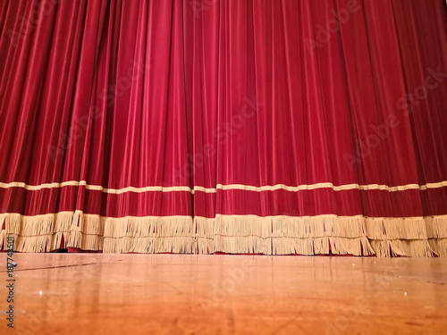Staande foto Muziekwinkel Red curtain theatre
