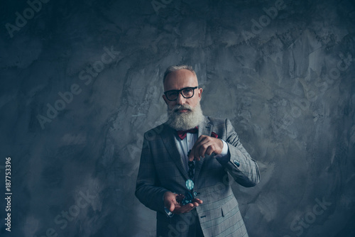 Fotografía Venturesome, gambling, thoughtful, brutal, old millionaire in glasses hold, show