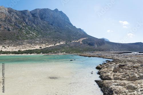 Foto op Aluminium Oceanië Sea views, mountains and rocky shore.