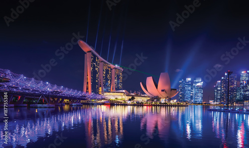 La pose en embrasure Singapoure Singapore skyline