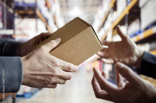 Fotografía Worker with package in a distribution warehouse