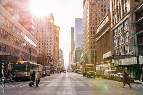 Foto op Plexiglas Verenigde Staten NEW YORK CITY - Januar 3: Taxi cars street, a busy tourist intersection of commerce Advertisements and a famous street of New York City and US, seen on Januar 3, 2018 in New York, NY.